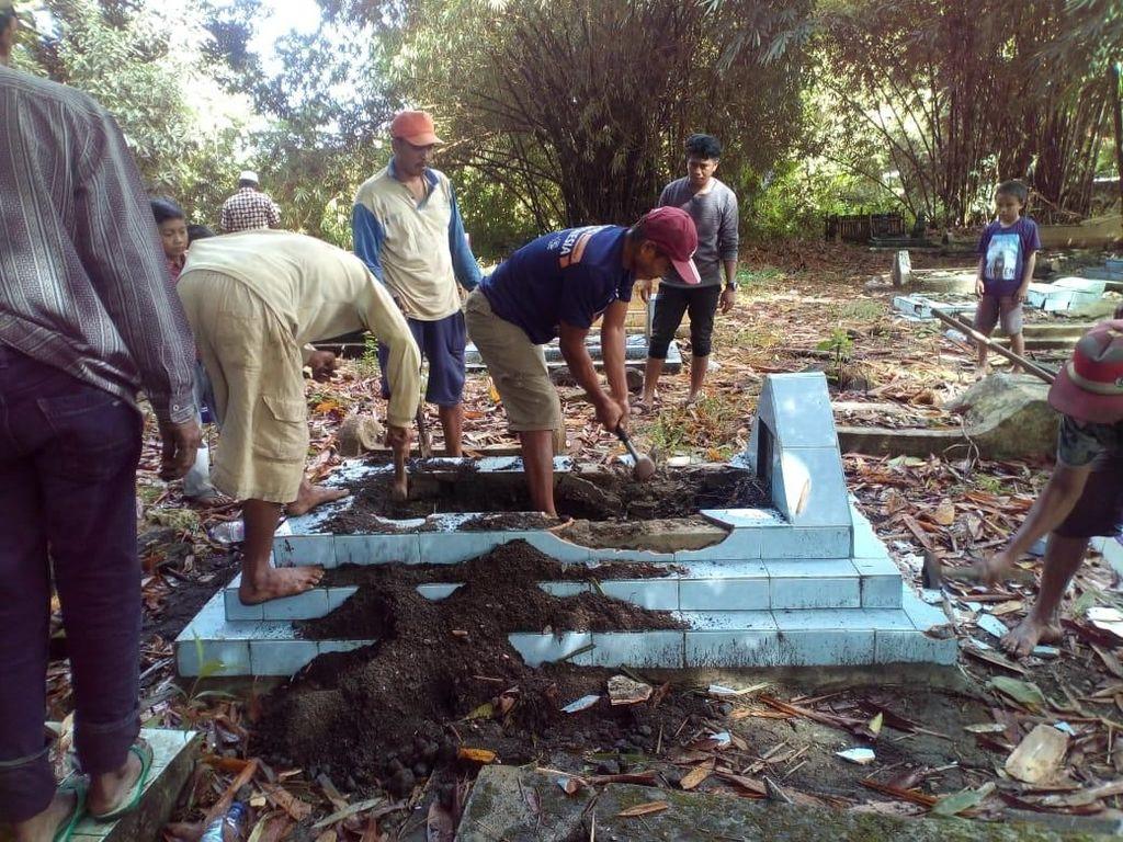 Video 4 Makam Dipindah dari Lahan Caleg Gagal karena Pilihan Politik