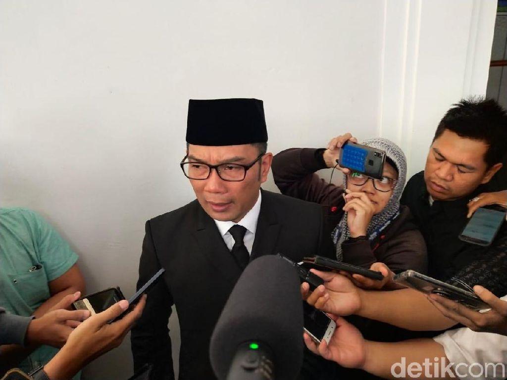 Ridwan Kamil Minta Bupati Bekasi Baru Fokus Kurangi Jumlah Pengangguran