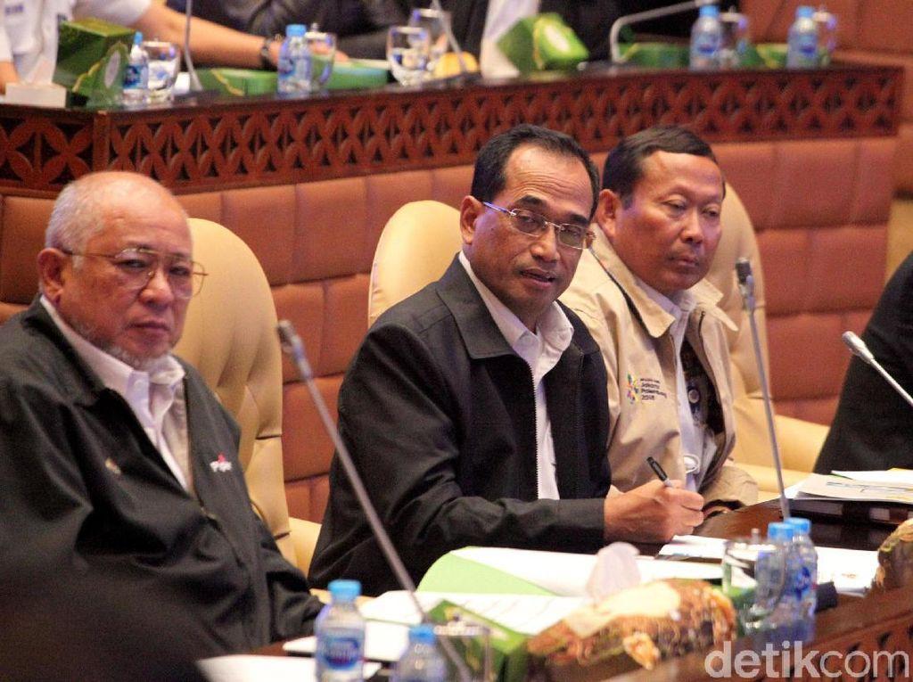 Rapat di DPR, Menhub Batal Larang Diskon Tarif Ojol?