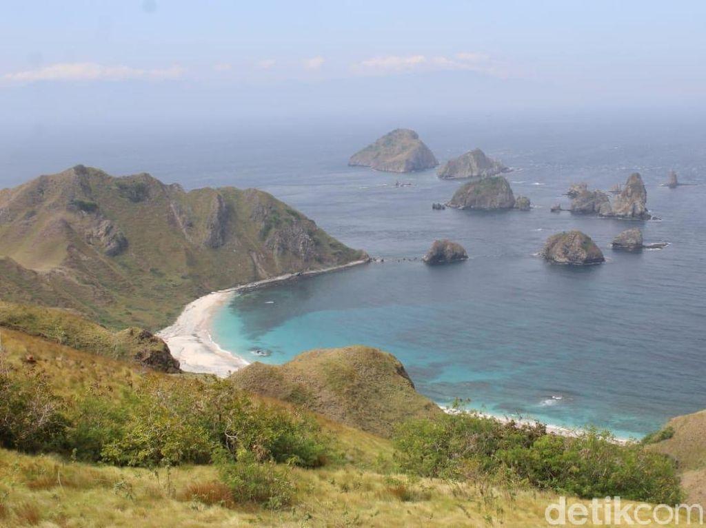 Bukan Raja Ampat, Ini Pulau Kelapa di NTB