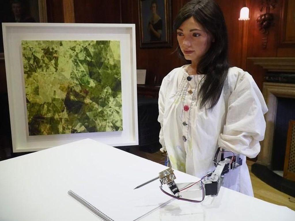 Aneh tapi Nyata! Seniman Robot Pertama Gelar Pameran Tunggal