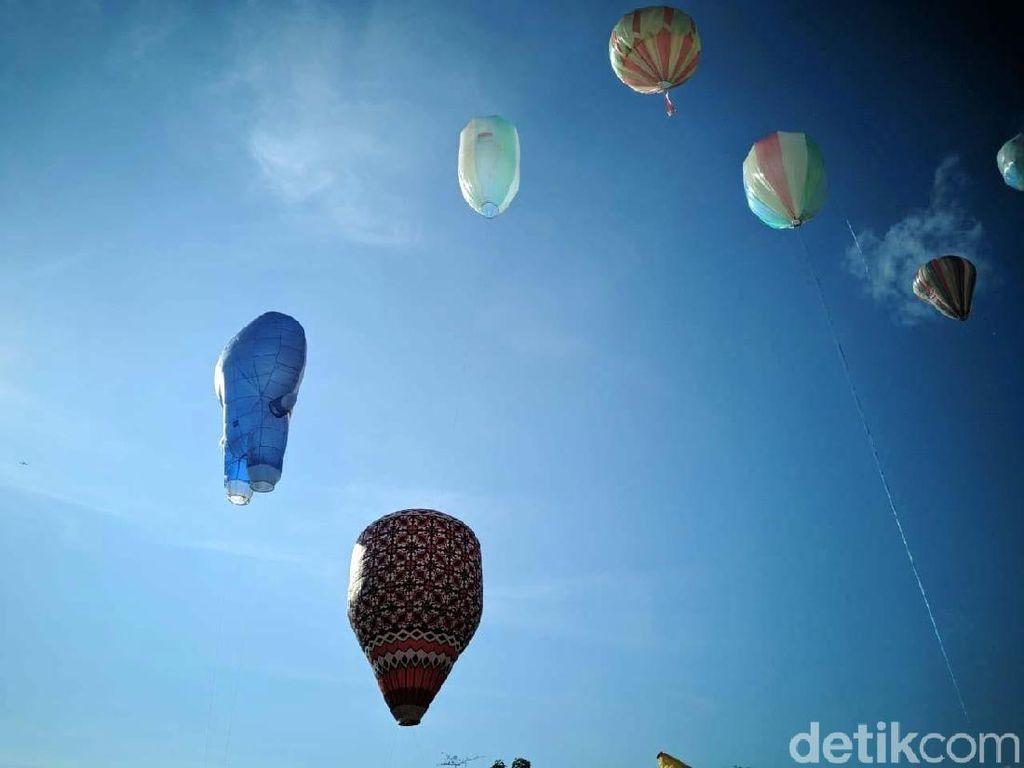 Langit Ponorogo Dihiasi Puluhan Balon Udara