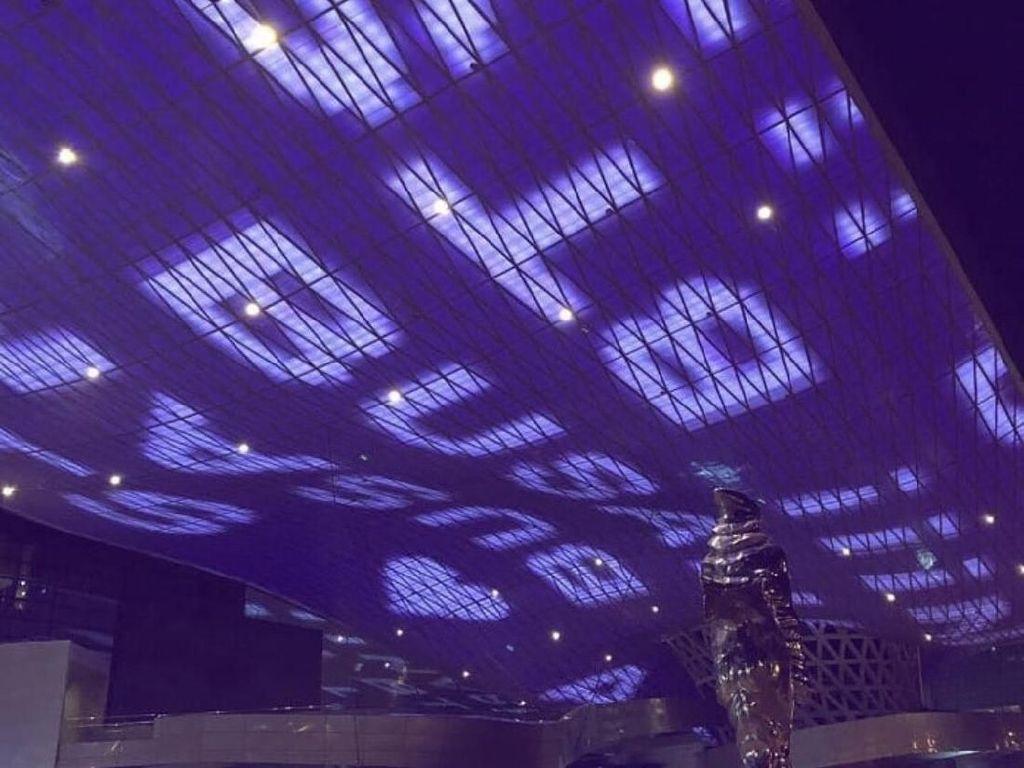 Cahaya Ungu Sinari Landmark di Busan untuk Idol K-pop