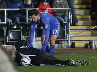Hazard menendang ball boy