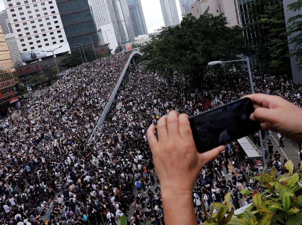 Hong Kong Demo Besar, Liburan ke Sana Aman Nggak?