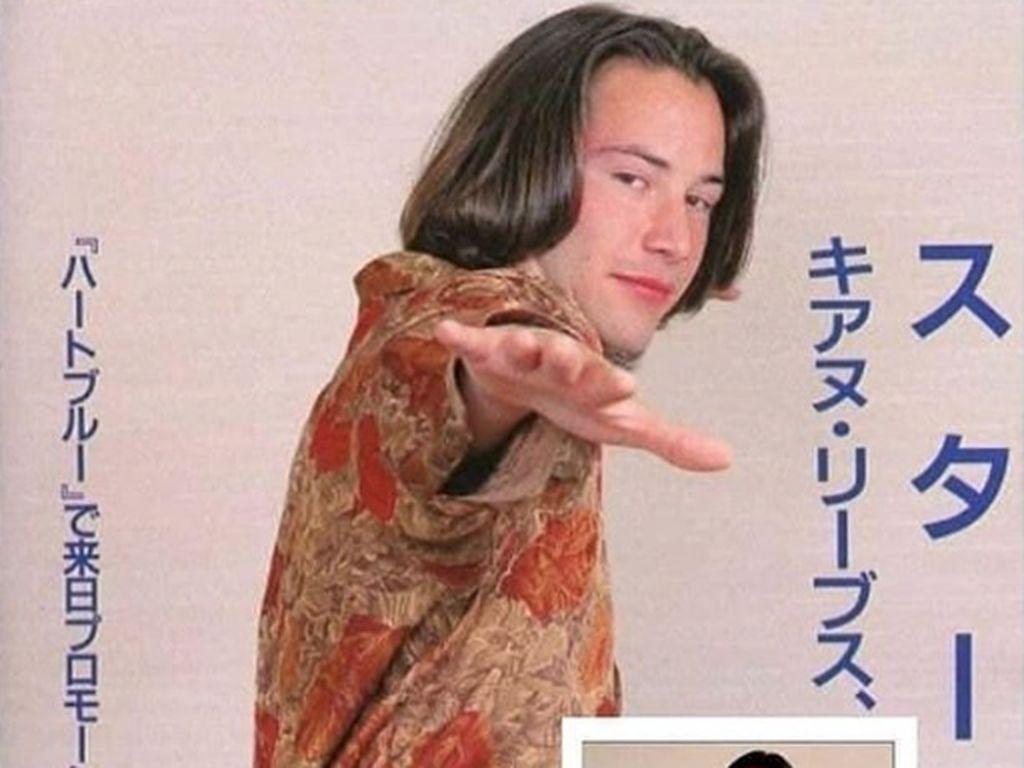 Penampilan Langka Keanu Reeves, Sentuh Wanita dan Pose Konyol