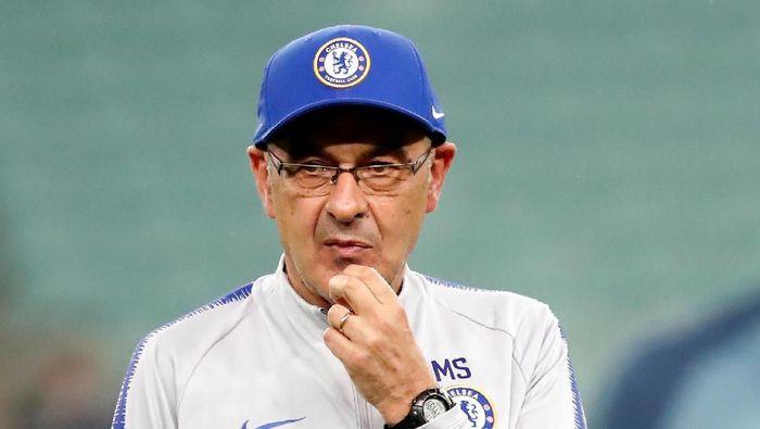 Maurizio Sarri merasa pesimistis akan dilepas Chelsea. (Foto: Maxim Shemetov / Reuters)