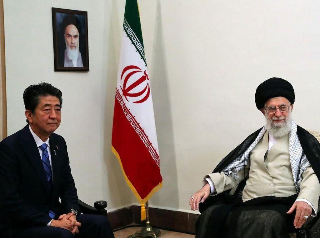 Pertama Kali, PM Jepang Bertemu Pemimpin Tertinggi Iran