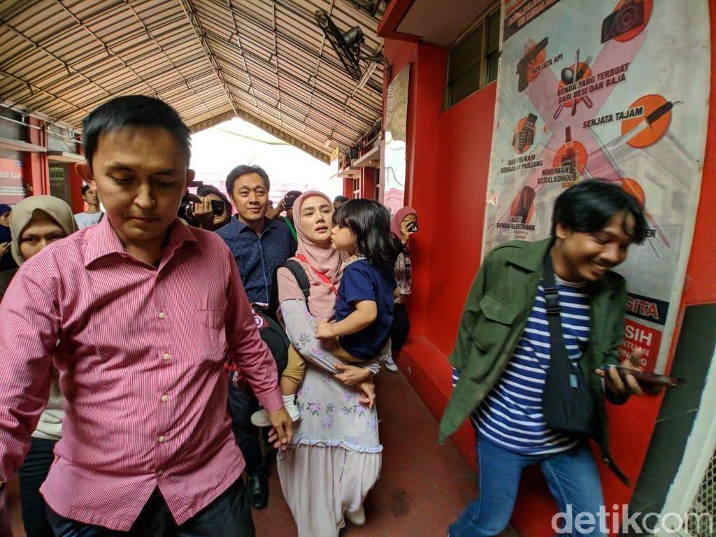 Bawa Muhammad Ali, Mulan Jameela Jenguk Ahmad Dhani di Rutan Cipinang