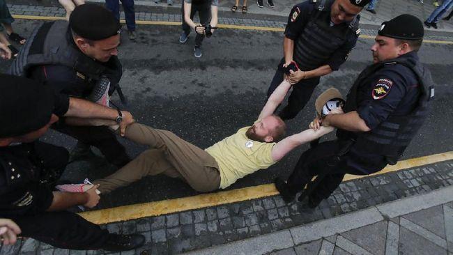 Berita Polisi Rusia Tangkap 400 Pendemo di Aksi Solidaritas untuk Ivan Golunov Minggu 15 September 2019