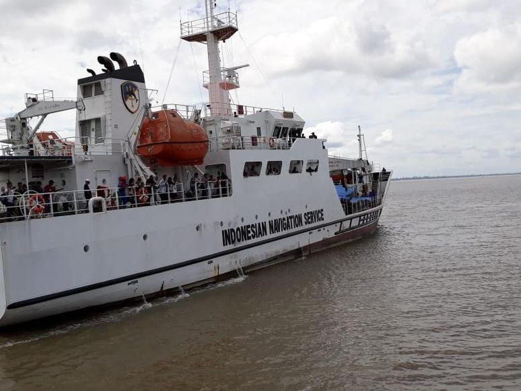KN Rupat Dikerahkan Atasi Penumpukan Penumpang di Tanjung Buton