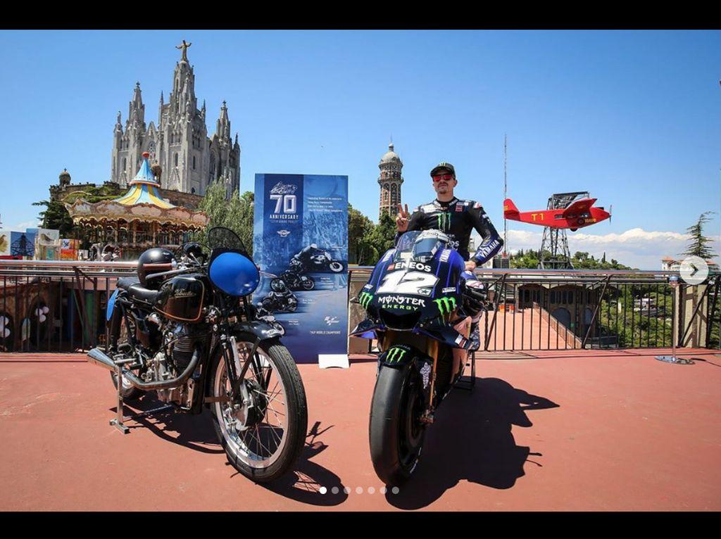Tunggangan Marquez dkk Pose Bareng Motor MotoGP Jadul