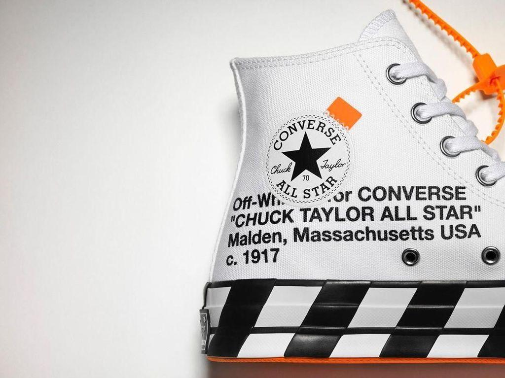 Ratusan Orang Antre Sneakers Off-White x Converse Rp 2,7 Juta di Jakarta