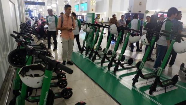Ambil Bagasi di Bandara Soetta Tak Capek Lagi dengan GrabWheels