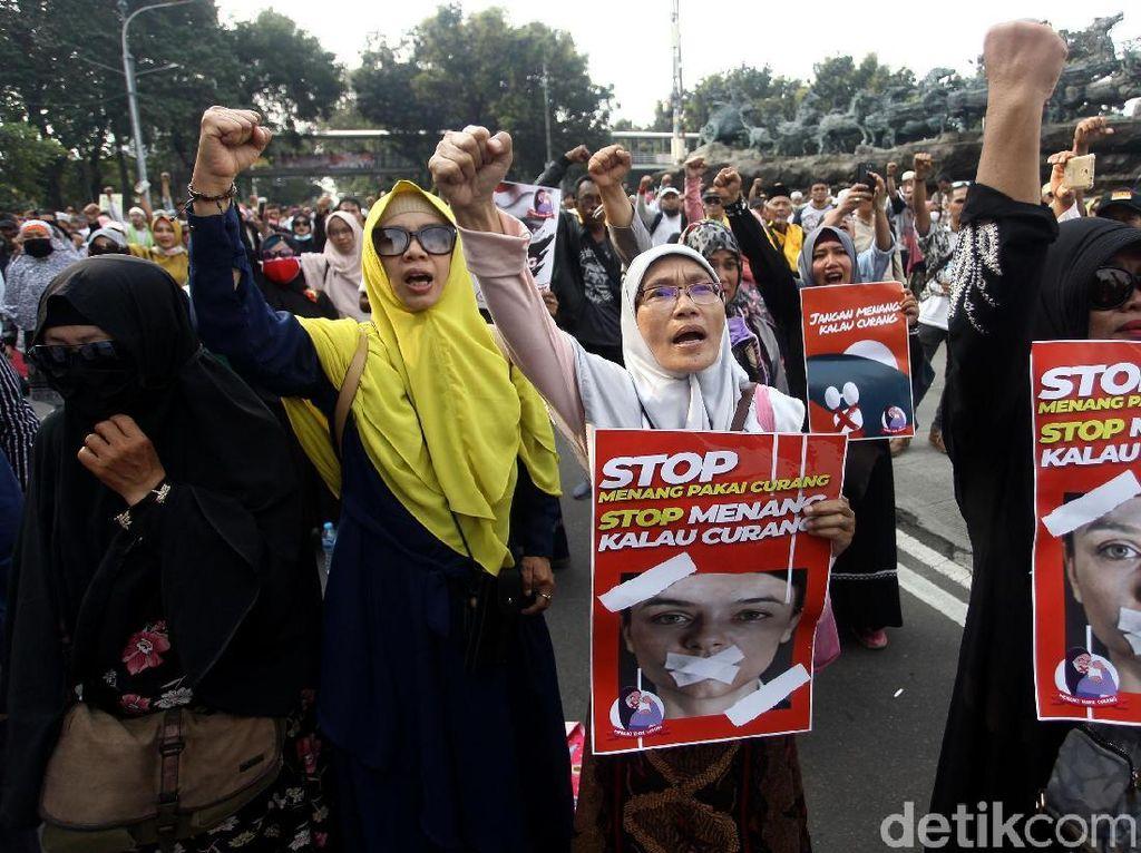 Massa Kawal Sidang Sengketa Pilpres 2019 Orasi di Patung Kuda