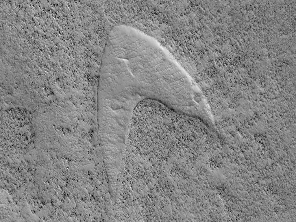 Wow! NASA Temukan Logo Star Trek di Permukaan Mars