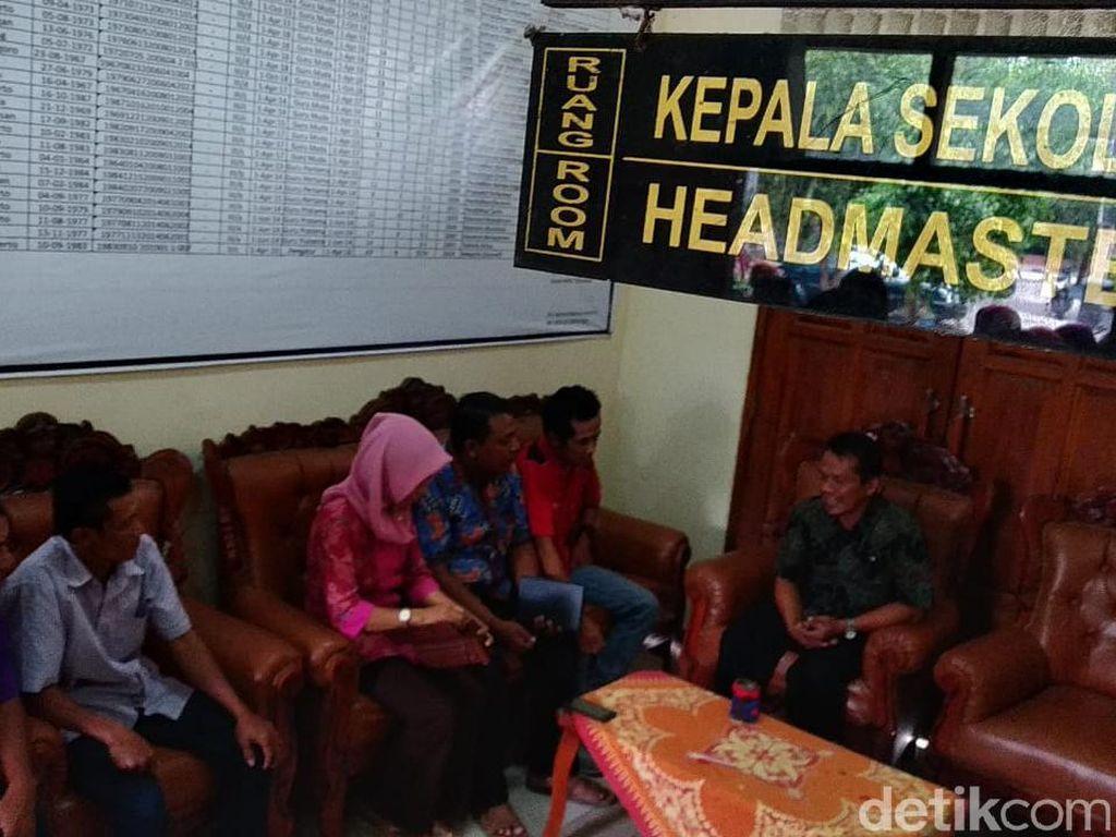Puluhan Siswa Gagal Daftar Sekolah, Warga Protes SMK Negeri di Mojokerto