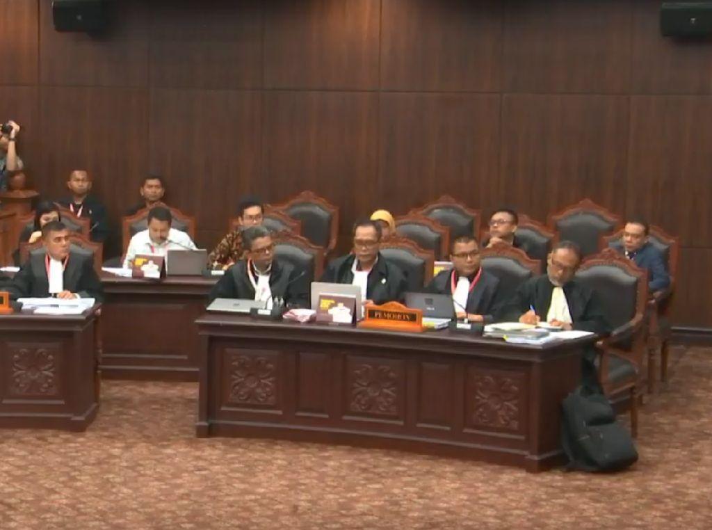 Bacakan Gugatan Prabowo, Tim Hukum Kutip Disertasi Refly Harun