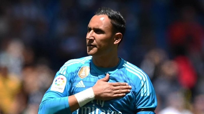 MADRID, SPAIN - MAY 19:  Keylor Navas of Real Madrid salutes fans at the end of the La Liga match between Real Madrid CF and Real Betis Balompie at Estadio Santiago Bernabeu on May 19, 2019 in Madrid, Spain. (Photo by Denis Doyle/Getty Images)