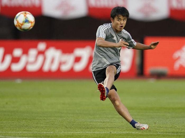 Gelandang belia Timnas Jepang, Takefusa Kubo, mengaku sangat senang bisa direkrut Real Madrid. (Foto: Toru Hanai/Getty Images)