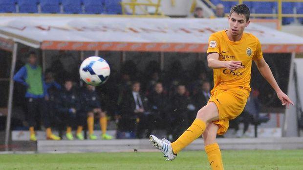 Jorginho semasa bermain untuk Verona.