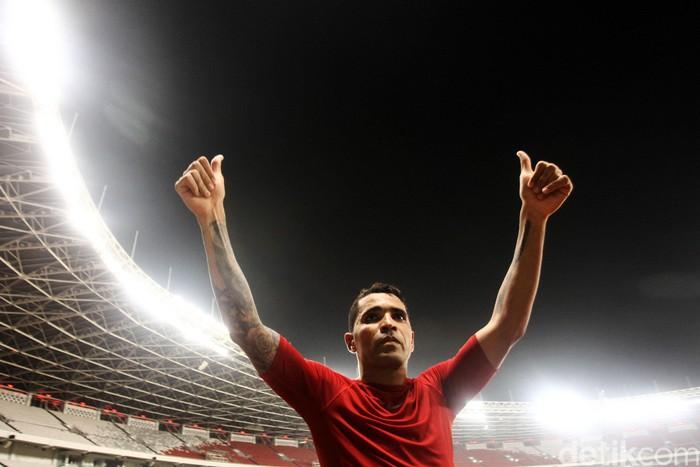 Indonesia mengilas Vanuatu dengan kemenangan setengah lusin dalam laga uji coba di Stadion Utama GBK, Jakarta. Alberto Goncalves dan Evan Dimas aktor kemenangan.
