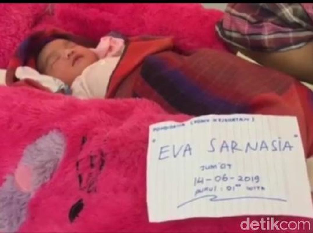 Ditolong SAR saat Banjir, Rika Beri Anaknya Nama Eva Sarnasia