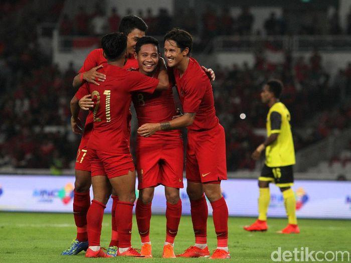 Pemain Timnas Indonesia merayakan kemenangan 6-0 atas Vanuatu dalam laga ujicoba. (Foto: Rifkianto Nugroho/Detikcom)