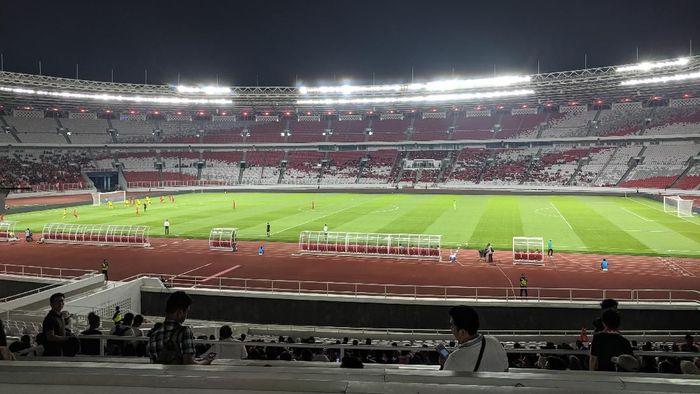 Penonton Indonesia vs Vanuatu di Stadion Gelora Bung Karno cukup sepi. (Foto: Putra Rusdi Kurniawan)
