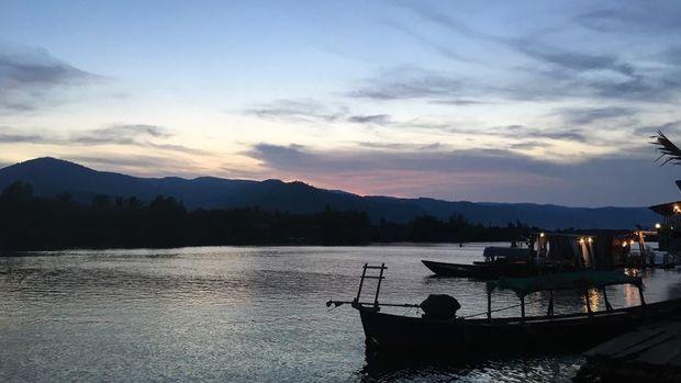 Pemandangan dari salah satu penginapan di kawasan hulu sungai di Kampot, Kamboja. (Dok. Rika Nova)