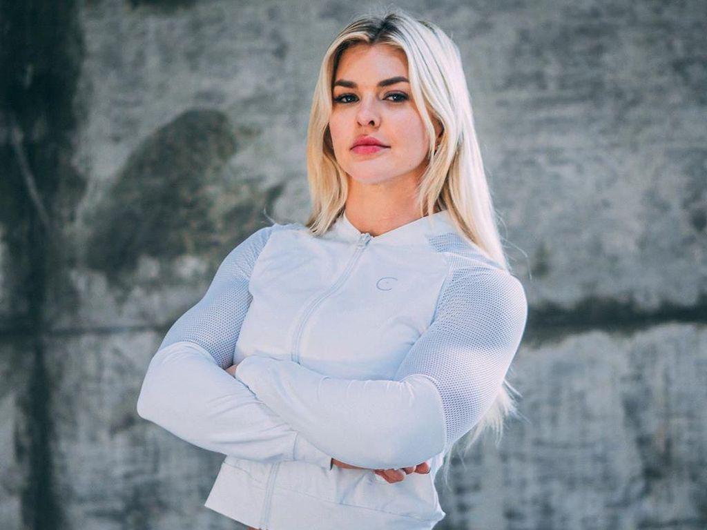 Pelatih Fitnes Cantik yang Masuk Daftar 20 Wanita Pemilik Perut Terseksi