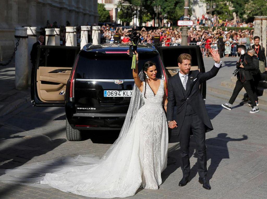 Senyum Bahagia Sergio Ramos-Pilar Rubio di Hari Pernikahannya