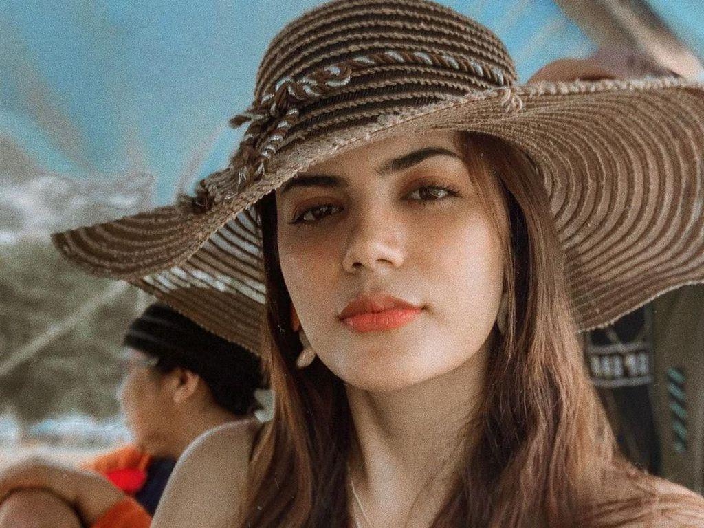 Tersihir Pesona Ratu Kecantikan Muslim Pertama yang Pernah Di-bully