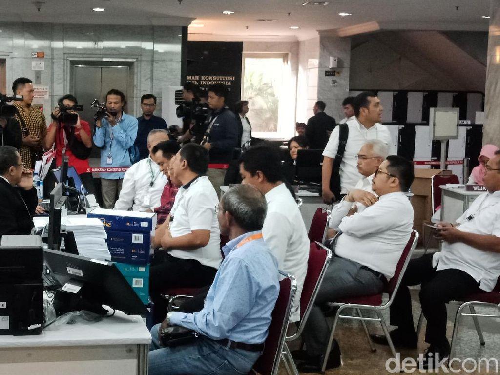 Menyanggah Tim Hukum Jokowi, Saksi Prabowo Ditegur Hakim