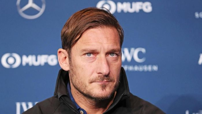AS Roma tepis rumor akan tuntut Francesco Totti. (Foto: Boris Streubel/Getty Images for Laureus)