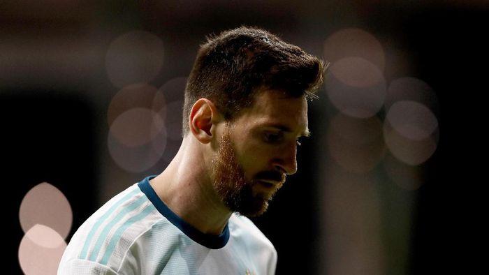 Ekspresi Lionel Messi usai Argentina kalah 0-2 dari Kolombia pada laga perdananya di Copa America 2019. (Foto: Bruna Prado/Getty Images)