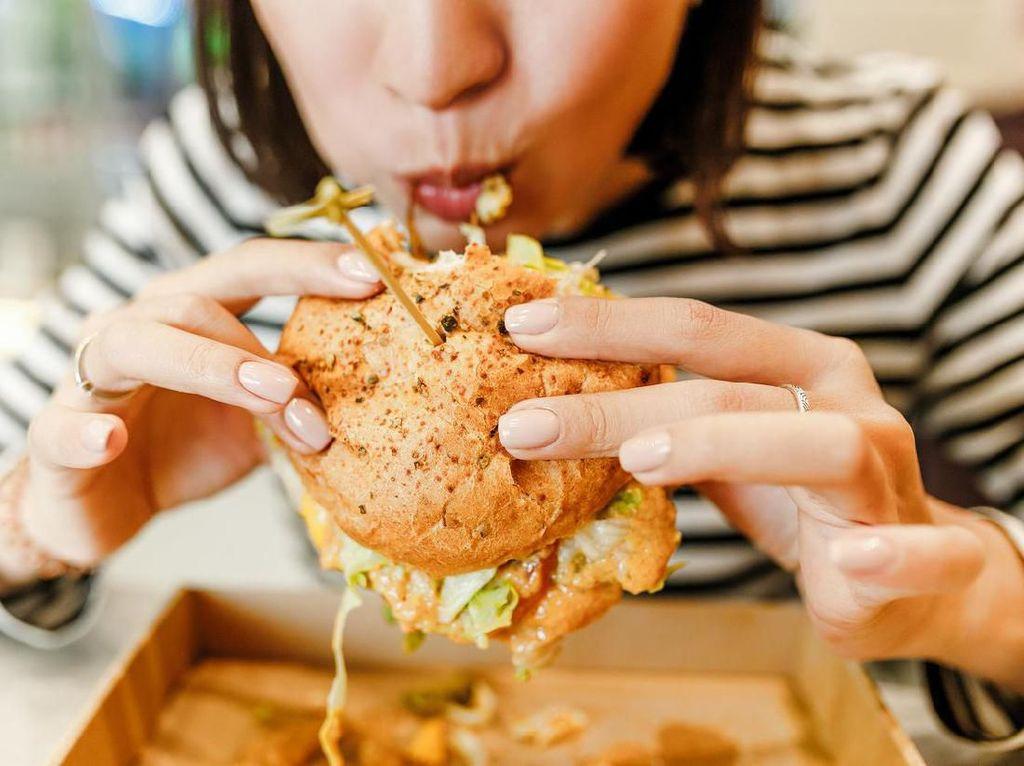 4 Hal Serius Ini Akan Terjadi Jika Kamu Makan Terlalu Cepat