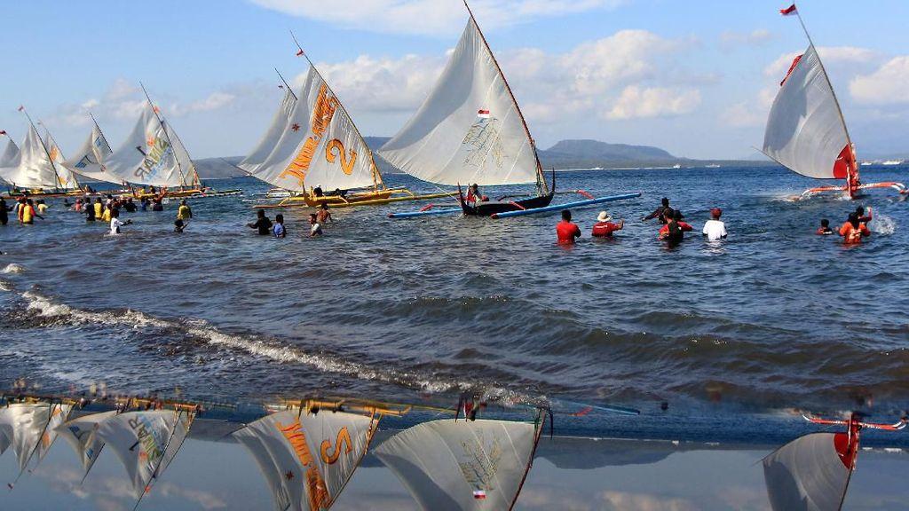 Melihat Lagi Keseruan Kompetisi Perahu Layar di Banyuwangi