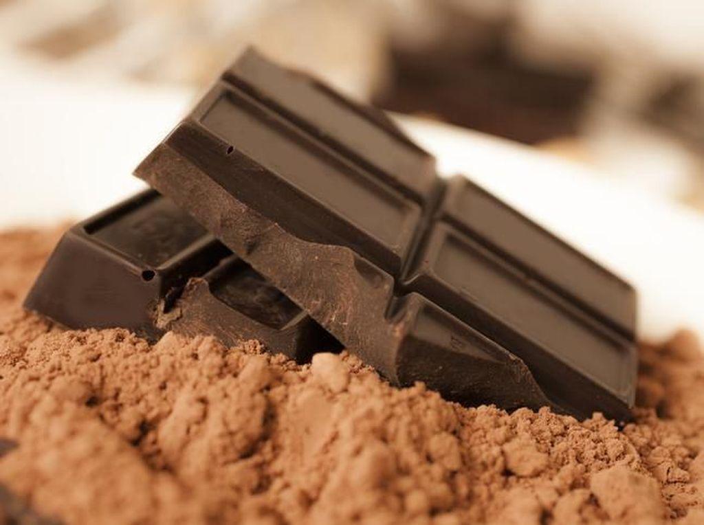 Ngemil Dark Chocolate Bisa Redakan Galau? Ini Faktanya