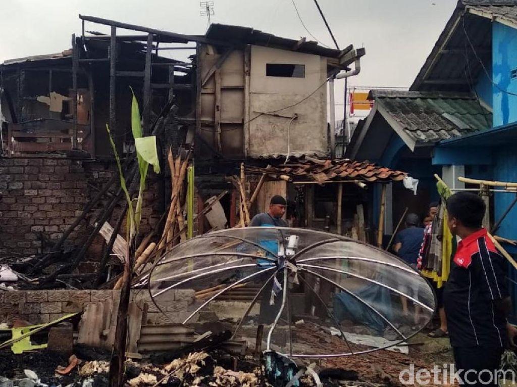 Api Hanguskan 3 Rumah dan 3 Motor di Sukabumi