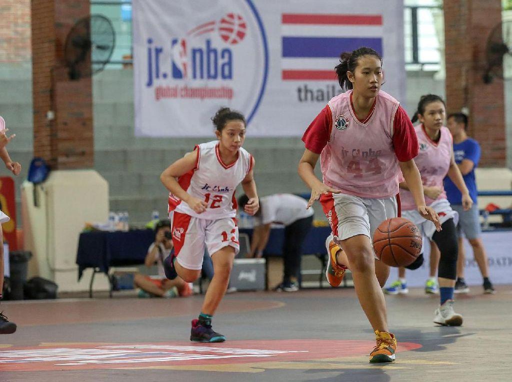 Aksi Pebasket Muda di Jr NBA Global Championship Asia Pacific