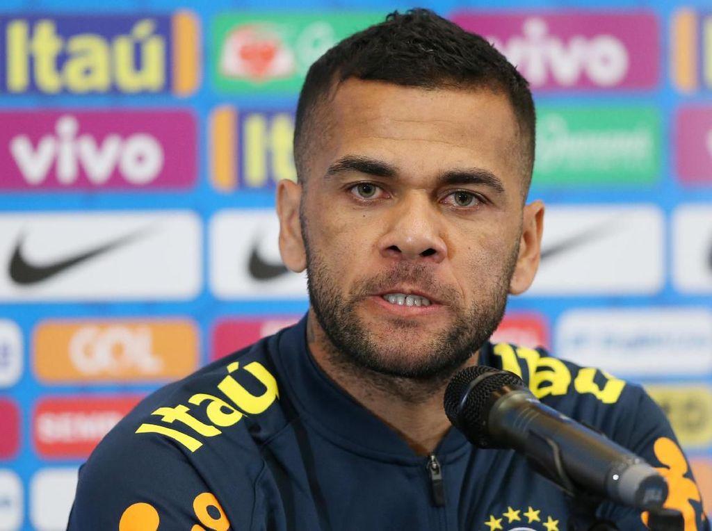 Tertarik Gabung Sevilla Lagi, Alves?