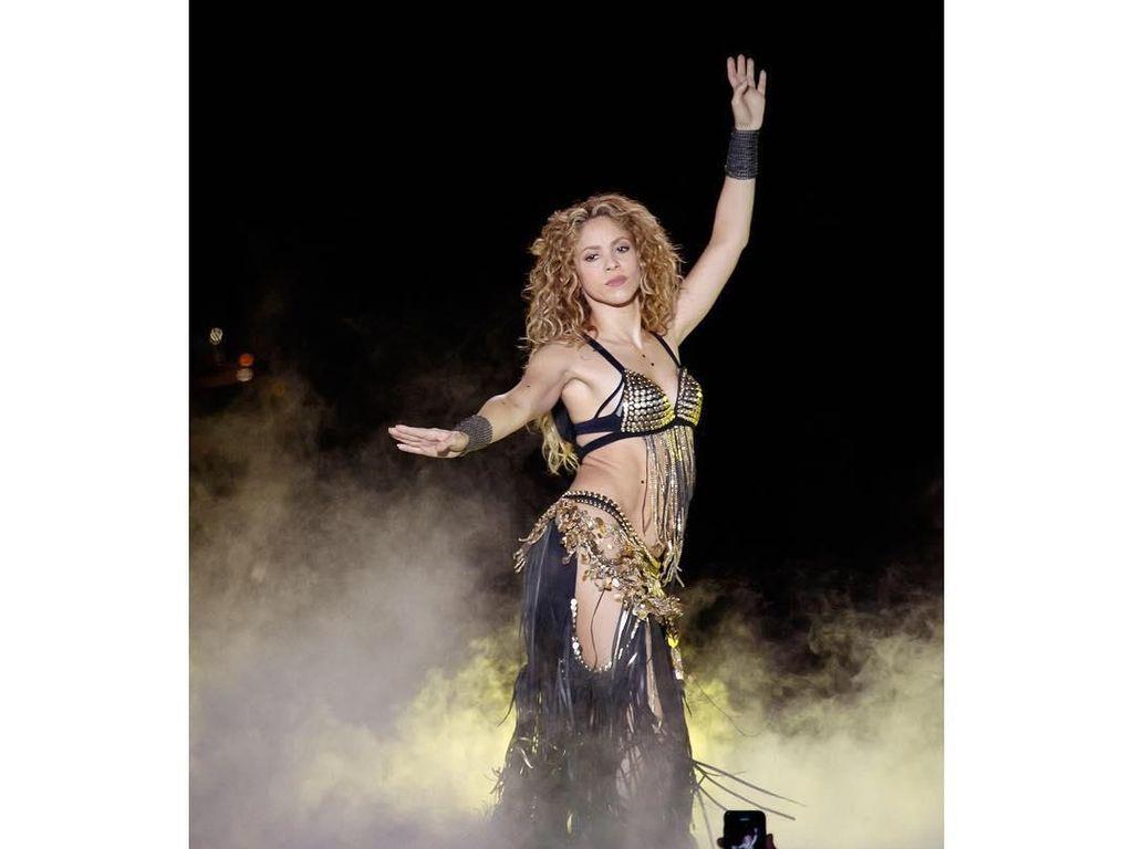 Shakira Minta Pemerintah Izinkan Anak Keluar Rumah saat Pandemi