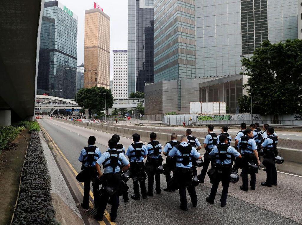Pukuli Tersangka di Rumah Sakit, 2 Polisi Hong Kong Ditangkap