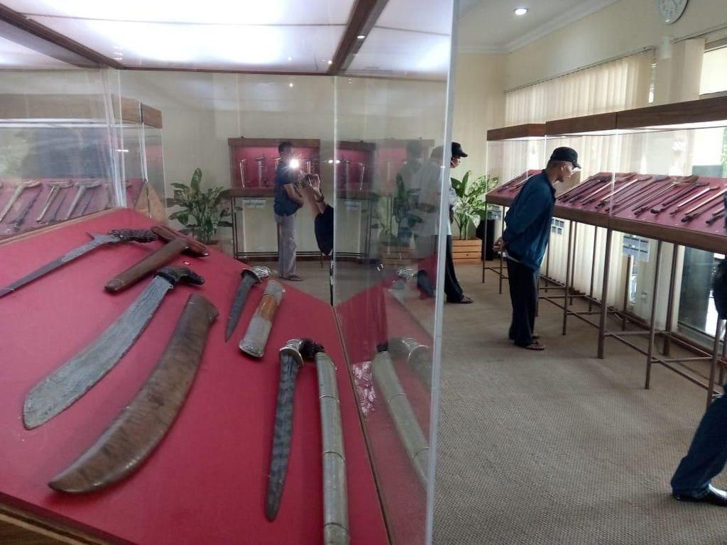 Ratusan Keris Nusantara Dipamerkan di Ratu Boko