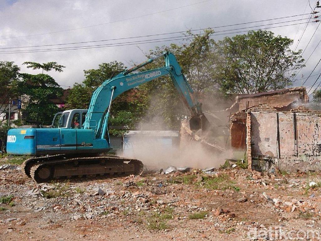 Enam Bangunan eks Pasar Pon Dibongkar Satpol PP Trenggalek