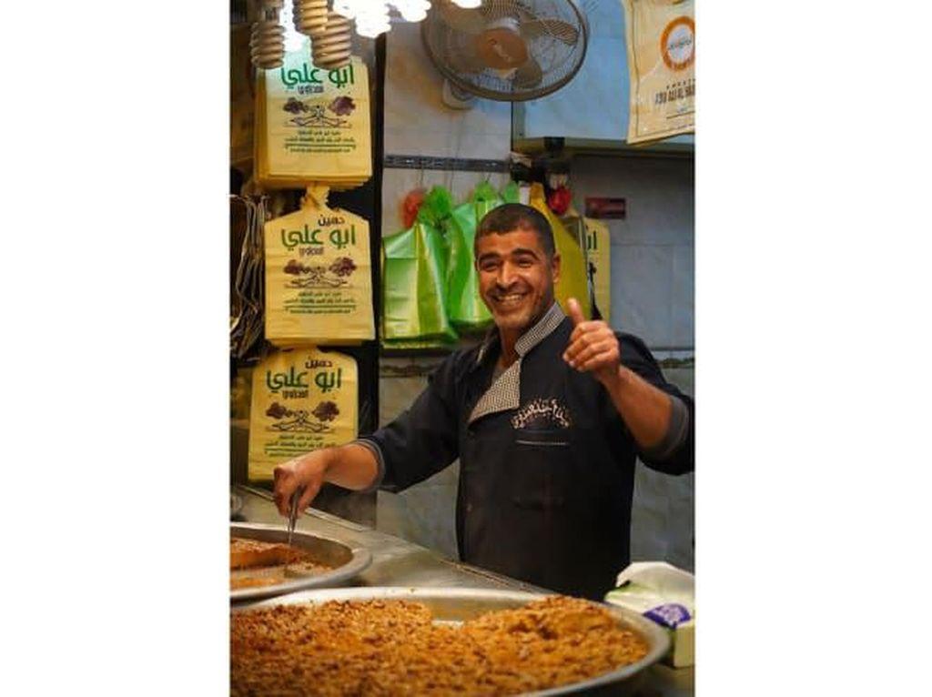 Pasar di Irak Tetap Ramai Jelang Ramadan Walau Ada Corona