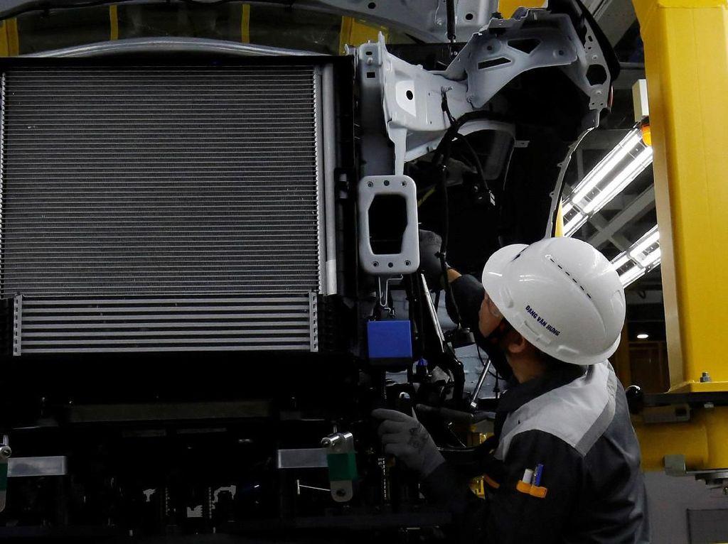 Keren! Mobnas Vietnam Pakai Rangka dan Mesin BMW Seri 5