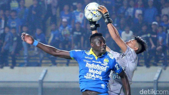 Persib Bandung ditahan PS Tira Persikabo 1-1 di lanjutan Liga 1 2019. (Foto: Wisma Putra/detikcom)