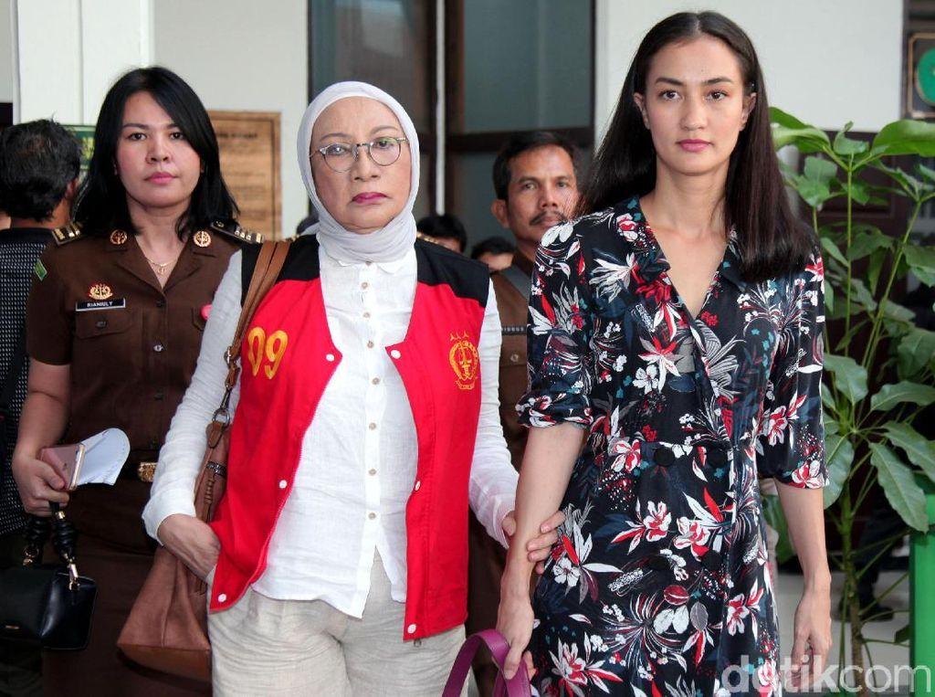 Atiqah Hasiholan Respons Hakim: Loh, Apa Lagi Ini Benih-benih Keonaran?